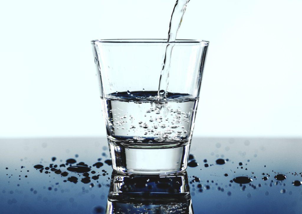 会場の乾燥にも要注意。水筒やペットボトルで水分補給を!