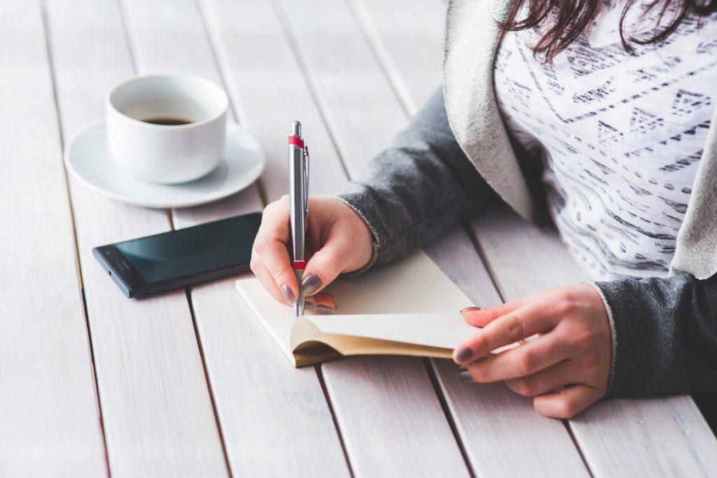 ノートやメモ帳、筆記用具類を充実させよう
